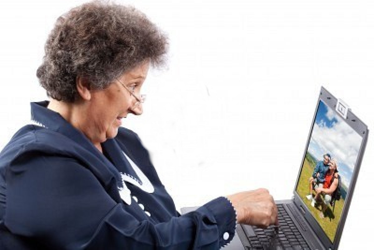 senior-woman-using-laptop